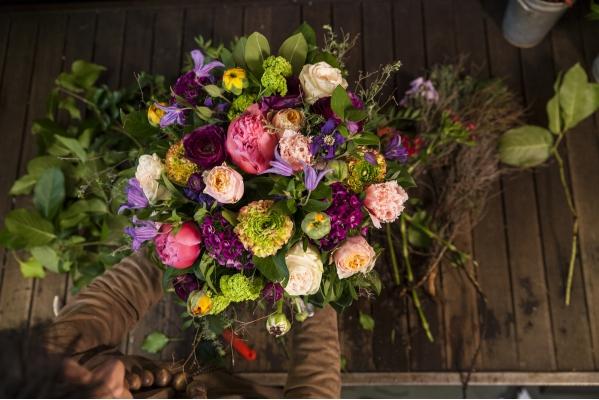 <h2>Bouquet pastel</h2>Poines, renoncules, Oeuillets de poète et clématite